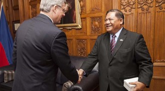 Philippine Ambassador calls on Prime Minister Harper ahead of Manila visit