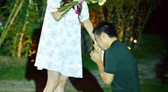 Band frontman Chito Miranda puts on elegant wedding proposition to Actress Neri Naig