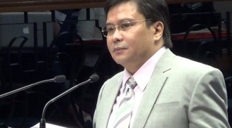 Sen. Jinggoy Estrada surrenders, insist he's innocent