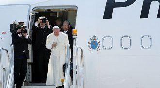 Pope Francis espouses responsible parenthood