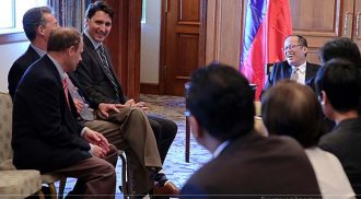 Justin Trudeau and Liberal MPs meet with Aquino