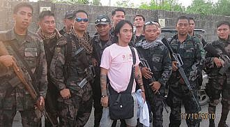 Soldiers escorting Arnel Pineda cheats death