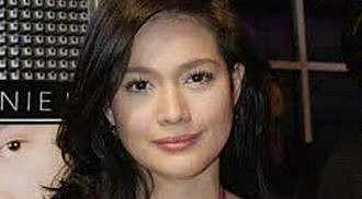 Bea Alonzo's Twitter poser on the attack