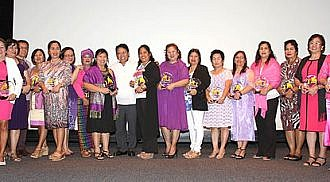 DOLE Secretary with Outstanding Filipinas