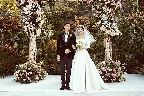 Korean TV stars Song Hye-Kyo, Song Joong-Ki got married