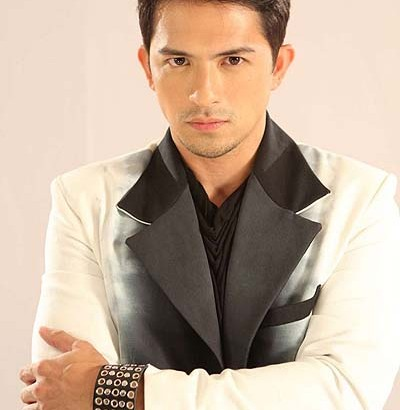Dennis Trillo's love life takes a backseat