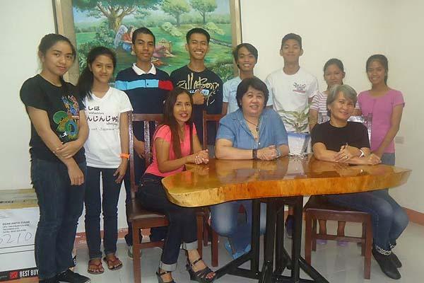 10 Haiyan (Yolanda) victims in UPVTC Receive Bursary from UPAA-MB