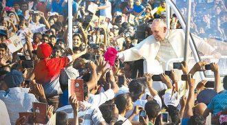 Pope Francis experiences Filipino hospitality