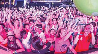 Party people jam at LaBoracay 2015