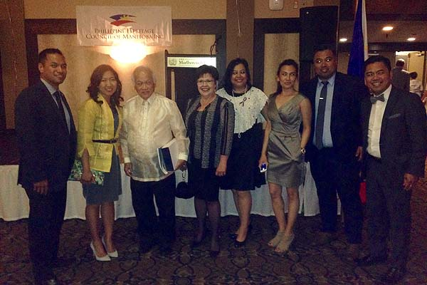 Dr Rey Pagtakhan honoured at the Philippine Independence Ball – 1st recipient of the PHCM Community Leader award