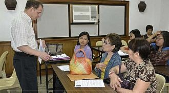 Lamoureux conducts immigration workshops in the Philippines