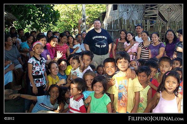 American Lampkin helpin' feed indigent Filipino children