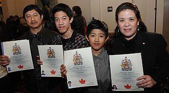 New Filipino-Canadians celebrate Queen's Diamond Jubilee