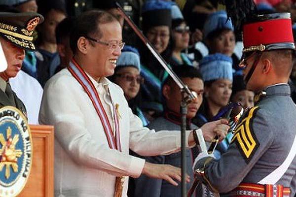 PNoy says new PMA grads must help fight corruption