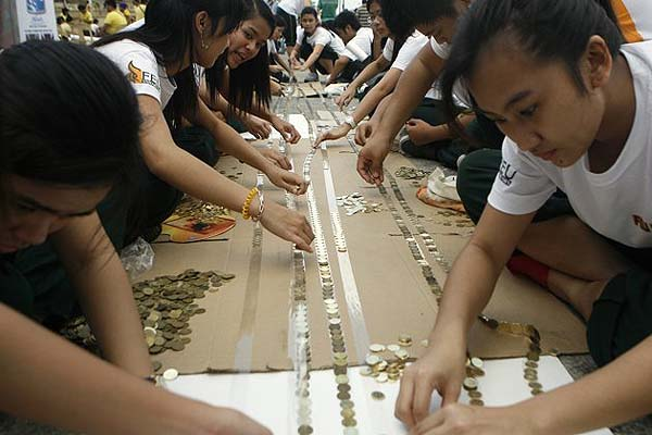 Philippines bids for Guinness' longest line of coins