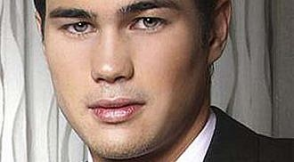 Phil Younghusband asks Angel Locsin out on a date via Twitter