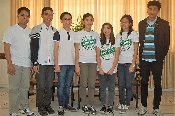 UPAA-MB grants theses bursaries to UP Baguio students