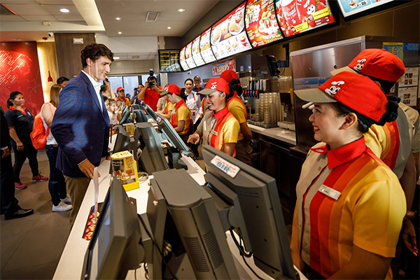 Canadian Prime Minister stops by Jollibee