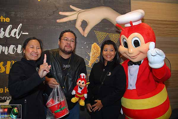 Lining up overnight for Jollibee Northgate opening