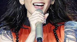 Celebs comfort Sarah Geronimo after concert breakdown