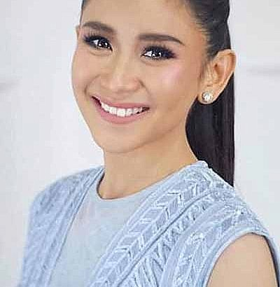 Sarah Geronimo performs during Pope Francis' UAE visit