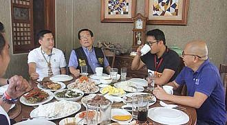 Rival senatorial bets lunch together at Escudero's home