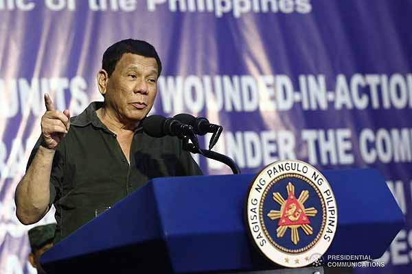 Duterte wants public servants who will help his administration