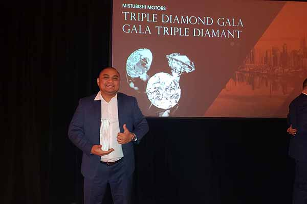 Jeth Reyes of Waverley Mitsubishi receives Triple Diamond Award: