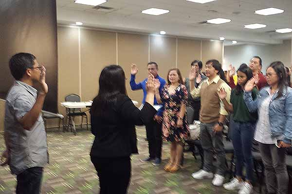 Filipino-Canadians take an oath as dual citizens