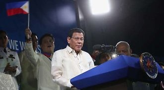 Duterte opens 30th SEAG, dances to tunes of 'Manila'