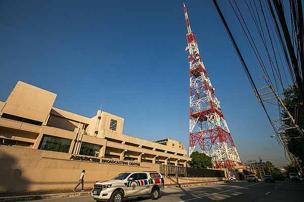 Solgen seeks gag order on QW case vs ABS-CBN