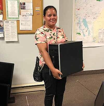 Kababayans receive free computers from Tech Manitoba